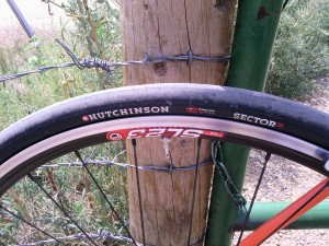 GRAVELBIKE.com Hutchinson Sector 28 ROAD TUBELESS PROTECT'AIR MAX