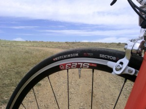 GRAVELBIKE.com Hutchinson Sector 28 road tubeless Black Mountain Cycles Pacenti gravel grinder