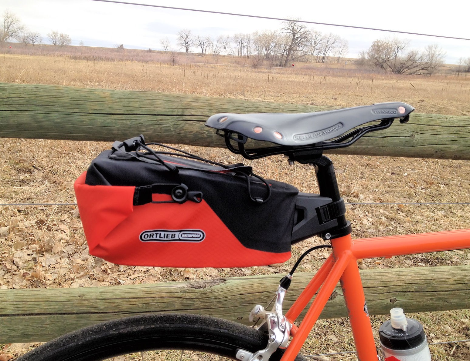 Gravelbike Gravel Grinder Ortlieb Seatpost Bag Black Mountain Cycles E Anatomica Paul Component Engineering