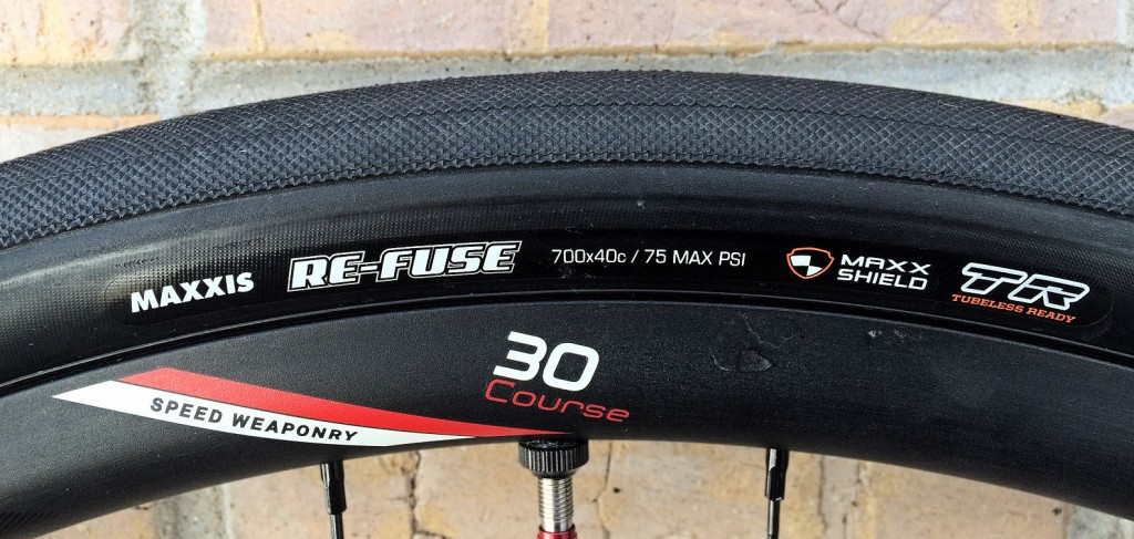 maxxis re-fuse 700x40 side